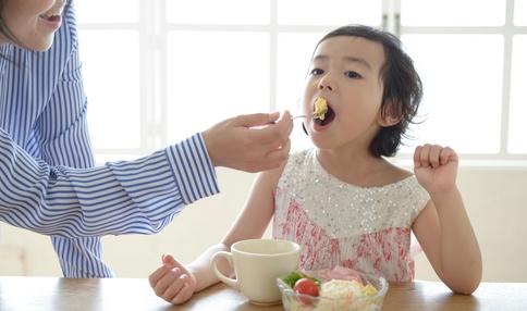 """【食育コラム】""""食育""""ってなんだろう?~食材の旬も栄養バランスも大事だけれど、はじめの一歩は「一緒に食べること」から"""